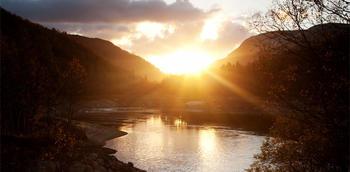 Solnedgang over vann